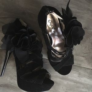 Qupid criss cross straps black  platform